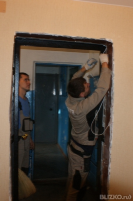 как аккуратно демонтировать входную дверь типу